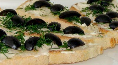 Рецепт кростини с мягким сыром