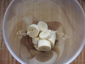 Молочный коктейль с бананом и малиной рецепт с фото