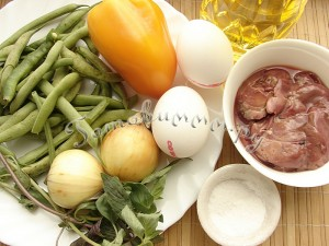 Теплый салат с печенью и спаржей