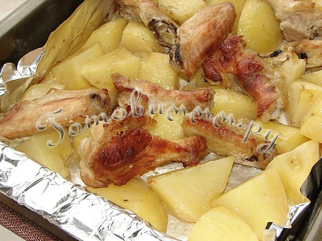 Крылышки в духовке с картошкой