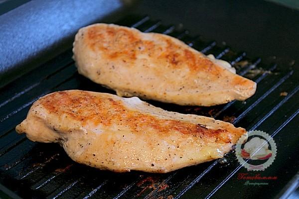 Куриная грудка на сковороде гриль