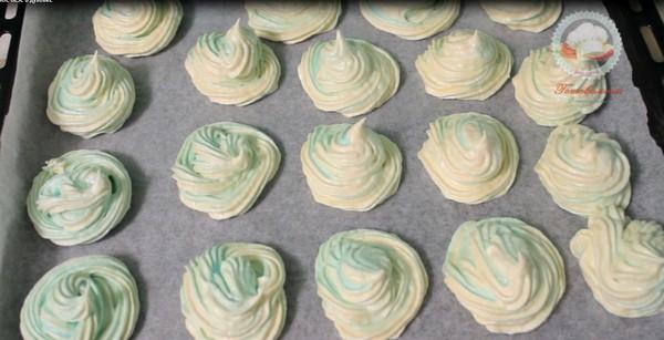 Двухцветное безе в духовке